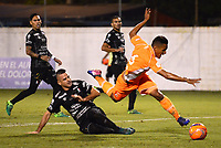 ENVIGADO -COLOMBIA-09-05-2017: Brayan Rovira (Der) jugador de Envigado FC disputa el balón con Jose Ramirez (Izq) jugador de Once Caldas durante partido por la fecha 17 de la Liga Águila I 2017 realizado en el Polideportivo Sur de la ciudad de Envigado. / Brayan Rovira (R) player of Envigado FC fights for the ball with Jose Ramirez (L) player of Once Caldas during match for the date 17 of the Aguila League I 2017 played at Polideportivo Sur in Envigado city.  Photo: VizzorImage/ León Monsalve /Cont