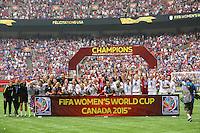 VANCOUVER, CANADÁ, 05.07.2015 - EUA-JAPÃO - Jogadoras dos Estados Unidos comemora apos conquistarem a Copa do Mundo de Futebol Feminino no Estádio BC Place em Vancouver no Canadá neste domingo, 05. (Foto: William Volcov/Brazil Photo Press/Folhapress)