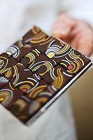 Europe/France/Bretagne/29/Finistère/Brest: Chocolats de Jean-Yves Kermarrec: Histoire de Chocolat b- chocolats inspirés de la décoration des gilets bigoudens [Non destiné à un usage publicitaire - Not intended for an advertising use]
