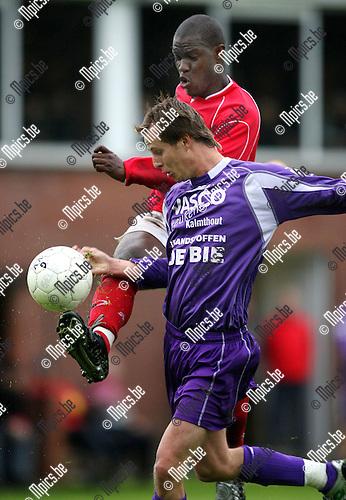 2008-07-21 / Voetbal / Gooreind - Antwerp FC / Chris De Witte (Gooreind) Marco Gbarssin van Antwerp..Foto: Maarten Straetemans (SMB)