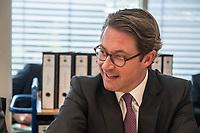 In einer nichtoeffentlichen Sondersitzung des Bundestagsausschuss fuer Verkehr und digitale Infrastruktur, am Mittwoch den 24. Juli 2019, berichtete Bundesverkehrsminister Andreas Scheuer (CSU) (im Bild) dem Ausschuss ueber Vertragsinhalte und moegliche Schadensersatzansprueche im Hinblick auf Kuendigungen von Vertraegen zur Infrastrukturabgabe (MAUT) in Folge des Urteils des Europaeischen Gerichtshofs (EuGH). Das Verkehrsministerium hatte, noch bevor die Einfuehrung der MAUT rechtsgueltig haette werden koenne, millionenschwere Vertraege mit Firmen abgeschlossen.<br /> Im Bild: Hinter Verkehrsminister Scheuer, ein Rollwagen mit den Vertraegen.<br /> 24.7.2019, Berlin<br /> Copyright: Christian-Ditsch.de<br /> [Inhaltsveraendernde Manipulation des Fotos nur nach ausdruecklicher Genehmigung des Fotografen. Vereinbarungen ueber Abtretung von Persoenlichkeitsrechten/Model Release der abgebildeten Person/Personen liegen nicht vor. NO MODEL RELEASE! Nur fuer Redaktionelle Zwecke. Don't publish without copyright Christian-Ditsch.de, Veroeffentlichung nur mit Fotografennennung, sowie gegen Honorar, MwSt. und Beleg. Konto: I N G - D i B a, IBAN DE58500105175400192269, BIC INGDDEFFXXX, Kontakt: post@christian-ditsch.de<br /> Bei der Bearbeitung der Dateiinformationen darf die Urheberkennzeichnung in den EXIF- und  IPTC-Daten nicht entfernt werden, diese sind in digitalen Medien nach §95c UrhG rechtlich geschuetzt. Der Urhebervermerk wird gemaess §13 UrhG verlangt.]