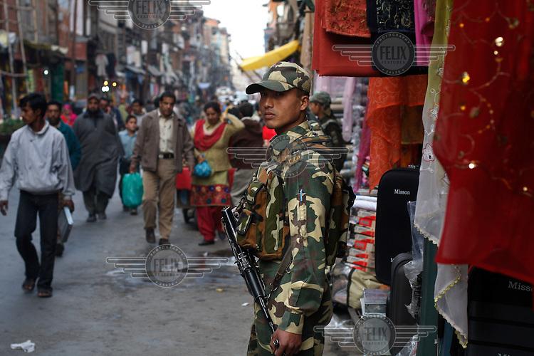 Paramilitary soldier of CRP in busy shopping area of Srinagar, Kashmir,India. © Fredrik Naumann/Felix Features