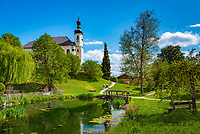 Deutschland, Oberbayern, Chiemgau: Breitbrunn - St. Johann Baptist Kirche an einem Weiher   Germany, Upper Bavaria, Chiemgau, Breitbrunn: St. John Baptist Church