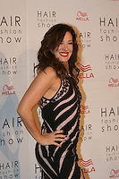 SAO PAULO. 30 DE AGOSTO DE 2012. HAIR FASHION SHOW. A Atriz Claudia Raia  durante o Hair Fashion Show, evento em que sao apresentadas as ultimas tendencias em cortes e penteados de cabelo em desfile no WTC, na zona sul da capital paulista. FOTO ADRIANA SPACA - BRAZIL PHOTO PRESS