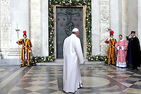 Papa Francesco arriva per l'apertura della Porta Santa della Basilica di San Giovanni in Laterano, 13 dicembre 2015.<br /> Pope Francis arrives for the opening of the Holy Door of St. John Lateran's Basilica in Rome, 13 December 2015.<br /> UPDATE IMAGES PRESS/Giagnori Bonotto<br /> <br /> STRICTLY ONLY FOR EDITORIAL USE