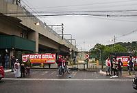SAO PAULO, SP - 28.04.2017 - GREVE-SP - Vista da esta&ccedil;&atilde;o Cap&atilde;o Redondo de Metr&ocirc; e &ocirc;nibus intermunicipais na manh&atilde; desta sexta-feira(28) na zona sul de S&atilde;o Paulo. As linhas atendidas pelos terminais est&atilde;o inoperantes por ades&atilde;o da greve geral que ocorre em todo o pa&iacute;s. <br /> <br /> <br /> (foto: Fabricio Bomjardim / Brazil Photo Press)