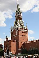 Uhrenturm Spasskaya Bashnya am Roten Platz in Moskau - 20.06.2018: Sightseeing Moskau