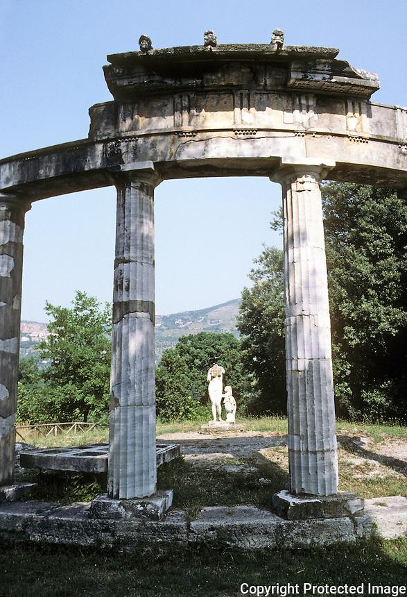 Italy: Tivoli--Hadrian's Villa. Small Temple of Venus. Modeled upon a Greek circular Temple of Cnidos. Photo '83.