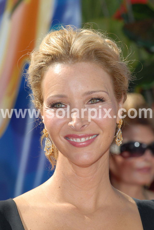"ALL ROUND PICTURES FROM SOLARPIX.COM.Lisa Kudrow arrives at the 58th Annual Primetime Emmy Awards held at the Shrine Auditorium in Los Angeles on 27.08.06. Job Ref: 3063/PHZ..""MUST CREDIT SOLARPIX.COM OR DOUBLE FEE WILL BE CHARGED"".."