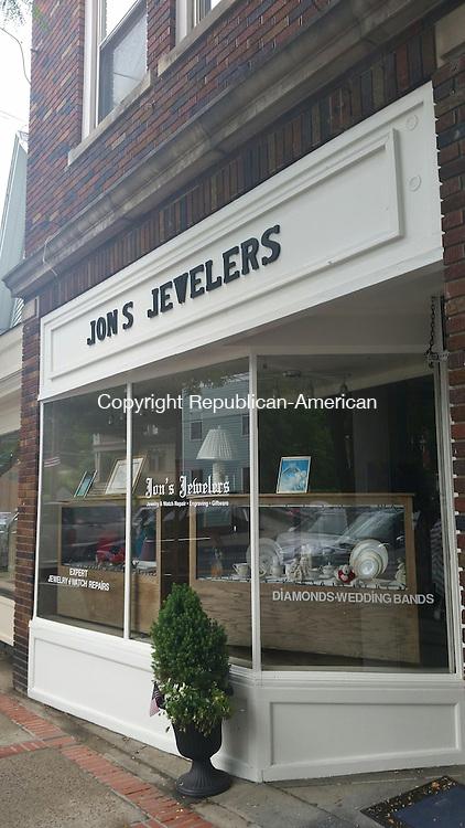 WATERTOWN, CT, 14 July 2015 - 071415LW01 - Jon's Jewelers on Main Street in Watertown was robbed Saturday.<br /> Laraine Weschler Republican-American