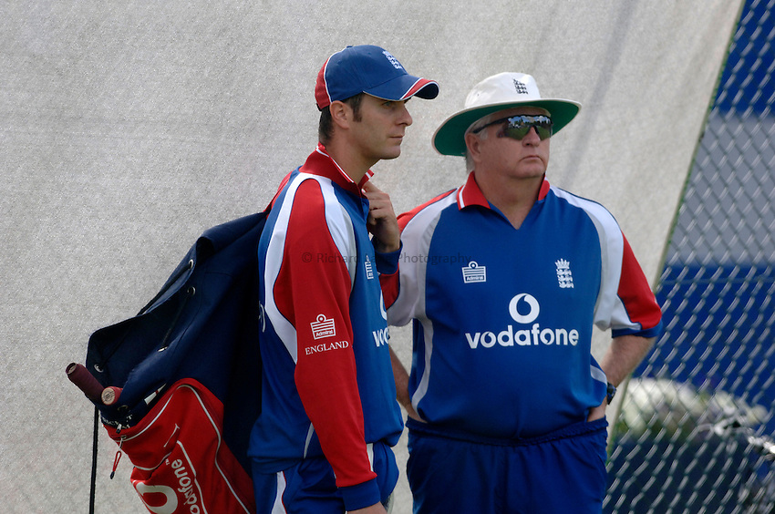 Photo: Glyn Thomas..England training. nPower Test Match Series, The Ashes 2nd Test..03/08/2005..England's captain Michael Vaughan (L) discusses tactics with coach Duncan Fletcher in training.