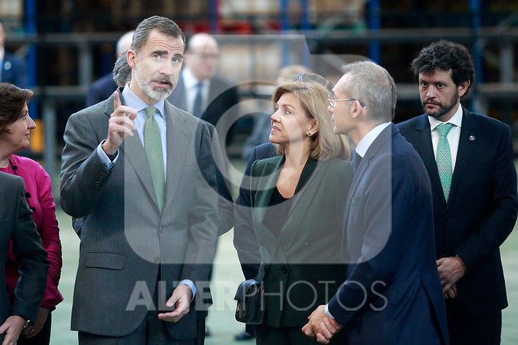 King Felipe VI of Spain (r) with the Minister of Defense Maria Dolores de Cospedal during the visit to the facilities of the Spanish sportswear company JOMA Sports. January 19, 2018. (ALTERPHOTOS/Acero)