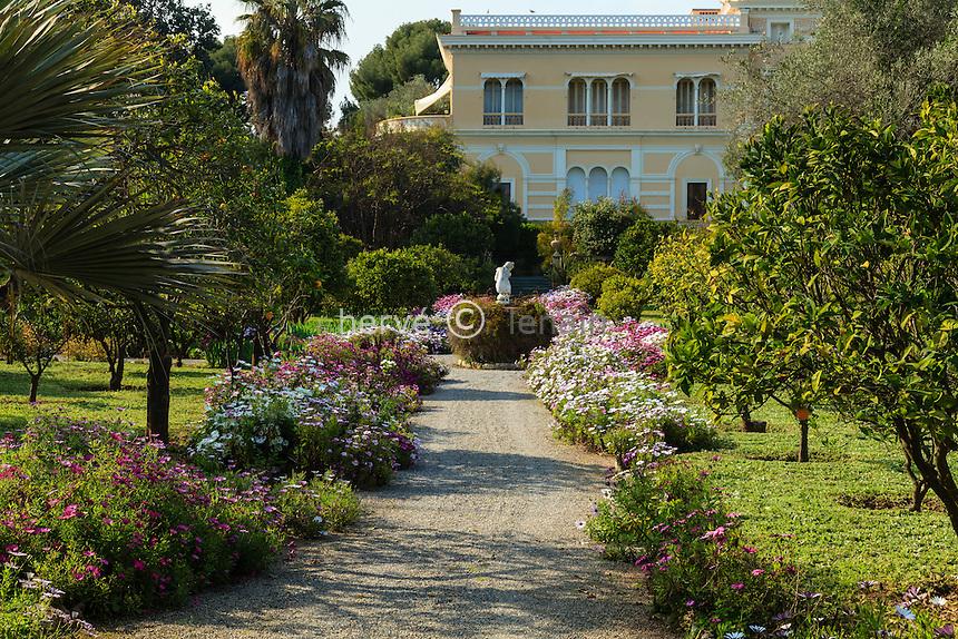 France, Alpes-Maritimes (06), Saint-Jean-Cap-Ferrat, le jardin botanique des C&egrave;dres:<br /> VU DE LA VILLA = NE PAS DIFFUSER !!!