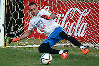 BARRANQUILLA- COLOMBIA - 05-10-2015: David Ospina  guardameta de la seleccion Colombia durante el primer entrenamiento en el Polideportivo de la Universidad Autonoma del Caribe antes de su encuentro contra  la seleccion del Peru  / David Ospina goalkeeper of the selection Colombia during the first training at the Polideportivo of the Universidad  Autonoma del  Caribe before their match against of Peru. Photo: VizzorImage / Alfonso Cervantes / Contribuidor