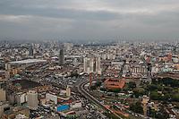 SÃO PAULO, SP, 12.11.2014 - CLIMATEMPO/ SÃO PAULO - Tempo permanece nublado na tarde desta quarta-feira (12), na região central de São Paulo (ao fundo a região da zona leste da cidade). (Foto: Taba Benedicto/ Brazil Photo Press)