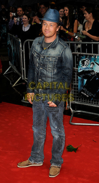 """JAMIE OLIVER.The World Premiere of """"Harry Potter and the Half-Blood Prince"""" at the Odeon cinema, Leicester Square, London, England. .July 7th 2009. .Half Blood full length jeans denim blue fedora hat jacket .CAP/CAN.©Can Nguyen/Capital Pictures."""