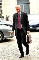 CHRISTIAN NOYER Governatore della Banca di Francia.02/11/2011 Parigi.Incontro tra il Primo Ministro Francese e i banchieri francesi a l'Hotel de Matignon.Foto Gerard Roussel / Panoramic / Insidefoto.........