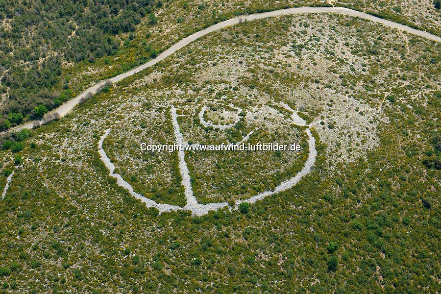 Oppidum: FRANKREICH, 28.05.2016 Oppidum, Reste einer alten Schanzanlage der Kelten