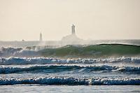Europe/France/Bretagne/29/Finistère/Cap-Sizun/Plogoff: Baie des Trépassés et en fond le Phare de la Vieille qui garde le raz de Sein