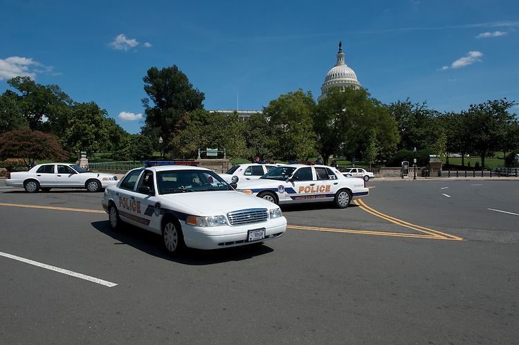 UNITED STATES - August 23: The U.S. Capitol complex was evacuated after a earthquake sent tremors from the nation's capital to New York City and New England Tuesday afternoon, the result of what officials said was a 5.9 magnitude temblor based in Virginia.  (Photo By Douglas Graham/Roll Call)