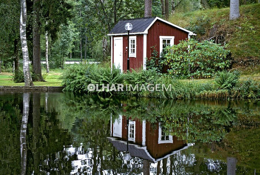 Casa no lago em Karlshamn, Suécia. 1996. Foto de Adriano Gambarini.
