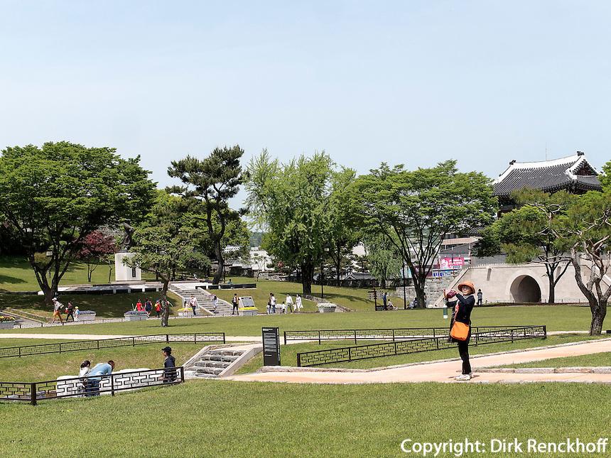 Tor Gongbukmen der Festung Jinjuseong in Jinju, Provinz Gyeongsangnam-do, S&uuml;dkorea, Asien<br /> gate Gongbukmen in fortress Junjuseong in Jinju,  province Gyeongsangnam-do, South Korea, Asia