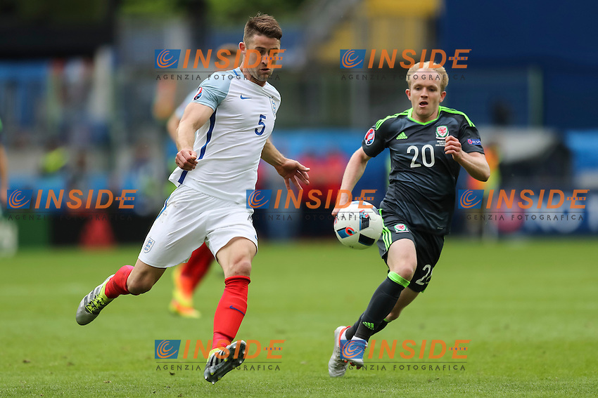 Gary Cahill of England and Jonathan Williams of Wales <br /> Lens 16-06-2016 Stade Bollaert-Delelis Footballl Euro2016 England - Wales / Inghilterra - Galles Group Stage Group B. Foto Daniel Chesterton / PHC / Panoramic / Insidefoto