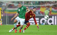 FUSSBALL  EUROPAMEISTERSCHAFT 2012   VORRUNDE Spanien - Irland                     14.06.2012 Jon Walters (li, Irland) gegen Sergio Ramos (re, Spanien)