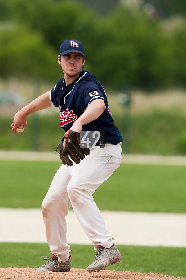 22 May 2009: Sebastien Vezina of La Guerche pitches against Montigny during the 2009 challenge de France, a tournament with the best French baseball teams - all eight elite league clubs - to determine a spot in the European Cup next year, at Montpellier, France.