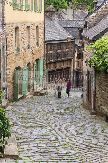 France, Côtes-d'Armor (22), Dinan, Rue du Jerzual // France, Cotes d'Armor, Dinan, he Rue du Jerzual is a steep medieval street connecting Dinan to the river below.