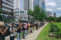 Ato contra a privatização das bibliotecas e da cultura. Abraço ao Centro Cultural de São Paulo. São Paulo, 2017. Foto de Marcia Minillo