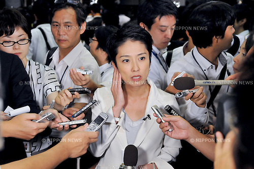 Tokyo, Japan, August 29, 2011 : Renho answers reporter's question after the Joint Plenary Meeting of Party Members of Both Houses of the Diet in Tokyo, Japan, on August 29, 2010. (Photo by AFLO) [3620]