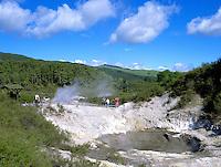 New Zealand, North Island, Rotorua - Waiotapu: Sulphurous Crater - Waiotapu Thermal Wonderland | Neuseeland, Nordinsel, Rotorua - Waiotapu: schwefelhaltiger Krater - Waiotapu Thermal Wonderland