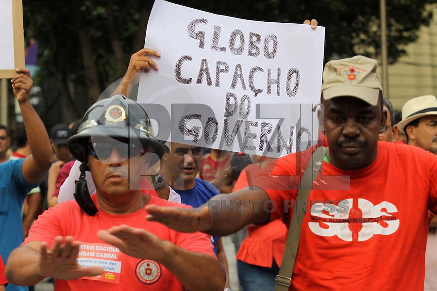RIO DE  JANEIRO ,09 DE  FEVEREIRO 2012- Bombeiros fazem manifestação  no Centro do Rj.<br /> Local: Cinelândia,Centro do RJ.<br /> Foto: Guto Maia / News Free