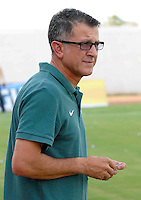 MONTERIA - COLOMBIA - 13-04-2015: Juan Carlos Osorio técnico de Atlético Nacional durante partido entre Jaguares FC y Atlético Nacional por la fecha 15 de la Liga Aguila I 2015 jugado en el estadio Municipal de Monteria. / Juan Carlos Osorio of Atletico Nacional during a match between Jaguares FC and Atletico Nacional for the  date 15 of the Liga Aguila I 2015 at the Municipal de Monteria Stadium in Monteria city, Photo: VizzorImage / Jose Perdomo / Cont.