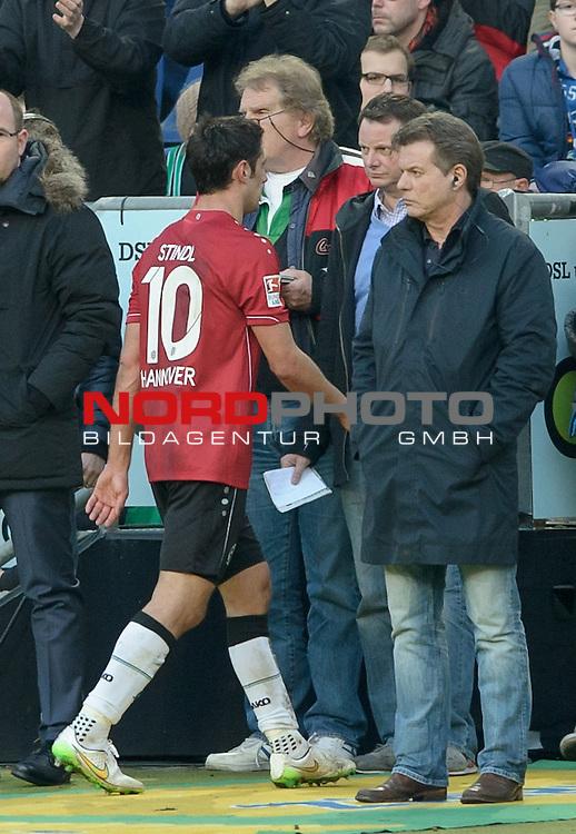 28.02.2015, HDI Arena, Hannover, GER, 1.FBL, Hannover 96 vs VfB Stuttgart, im Bild Lars Stindl (Hannover #10) mu&szlig; mit Gelb-Rot vom Platz<br /> <br /> Foto &copy; nordphoto / Frisch