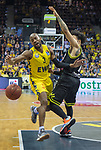 "13.04.2019, EWE Arena, Oldenburg, GER, easy Credit-BBL, EWE Baskets Oldenburg vs medi Bayreuth, im Bild<br /> William""Will"" CUMMINGS (EWE Baskets Oldenburg #3 ) Kyan ANDERSON (medi Bayreuth #7 )<br /> <br /> Foto © nordphoto / Rojahn"