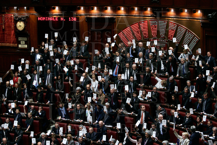 Deputati del centrosinistra espongono copie della Costituzione Italiana in segno di protesta durante la votazione della legge sul processo breve alla Camera dei Deputati, Roma, 13 aprile 2011..Italian center-left opposition lawmakers hold copy of the Constitution to protest during the votation of the law on the short trial, at the Lower Chamber in Rome, 13 april 2011..UPDATE IMAGES PRESS/Riccardo De Luca