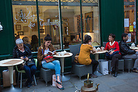 Europe,France,Ile-de-France,75004,Paris: Quartier du Marais, terrasses de rue