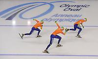 SCHAATSEN: CALGARY: Olympic Oval, 10-11-2013, Essent ISU World Cup, Lotte van Beek, Ireen Wüst, Linda de Vries, Team Nederland Teampursuit, ©foto Martin de Jong