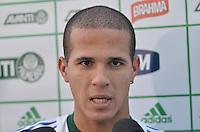 SAO PAULO, 05 DE JUNHO DE 2013 - TREINO PALMEIRAS - O jogador do Palmeiras Ronny durante coletiva de imprensa, no CT da Barra Funda, na tarde desta quarta feira, 05, região oeste da capital. (FOTO: ALEXANDRE MOREIRA / BRAZIL PHOTO PRESS)