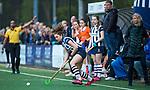 BLOEMENDAAL  - Hockey -  finale KNHB Gold Cup dames, Bloemendaal-HDM . Bloemendaal wint na shoot outs. Julia Verschoor (HDM) met rechts Coach Sonja Thomann (HDM) .   COPYRIGHT KOEN SUYK