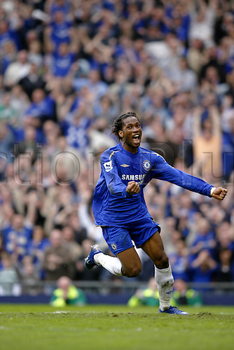 22 April 2006: Chelsea striker Didier Drogba celebrates his goal during the FA cup semi-final tie between Liverpool and Chelsea played at Old Trafford, Manchester. Liverpool won the game 2-1 Photo: Neil Tingle/Action Plus...soccer football player premiership premier 060422 joy celebration celebrate