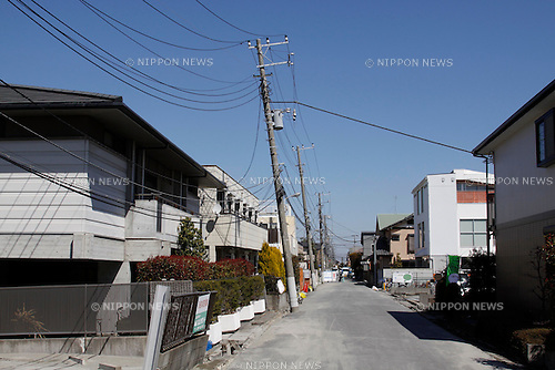 March 18, 2011, Shin-Urayasu, Japan - In the wake of the fatal eathquake that devastated Japan's northeastern region, utility poles stand leaning in Shin-Urayasu railroad station on Friday, March 18, 2011. Much of Shin-Urayasu, a reclaimed residential area east of Tokyo, was liquefied and water spewed out from the ground caused by the March 11 killer quake. (Photo by Hiroyuki Ozawa/AFLO) [2178] -mis-.