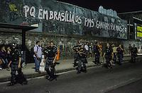 RIO DE JANEIRO, RJ, 15.05.2014 - PROTESTO NAO VAI TER COPA - RIO DE JANEIRO - Manifestantes protestam contra a realização da Copa do Mundo no Brasil, na Avenida Rio Branco, no centro do Rio de Janeiro, nesta quinta-feira. (Foto: Tércio Teixeira / Brazil Photo Press).