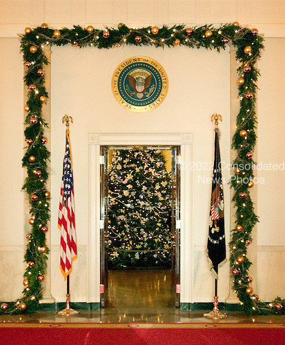 Washington, D.C. - November 30, 2005 -- Press preview of the  the White House Christmas decorations in Washington, D.C. on November 30, 2005..Credit: Ron Sachs / CNP