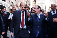 Roma: Francois Hollande, candidato alle presidenziali francesi del 2012 per il Partito Socialista, passeggia con Pier Luigi Bersani per le strade di Roma.. .Rome: Francois Hollande, candidate for the 2012 French presidential election, walks with the general secretary of the Democratic Party Pierluigi Bersani in a street of Rome