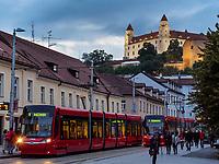 Kapucinska und Burg Pressburg, Bratislava, Bratislavsky kraj, Slowakei, Europa<br /> Kapucinska  and castle, Bratislava, Bratislavsky kraj, Slovakia, Europe