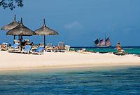 MUS, Mauritius, Hotel Le Cannonier: Strand, Zweimastschoner Isla Mauritia  | MUS, Mauritius, Hotel Le Cannonier: beach, sailing ship Isla Mauritia