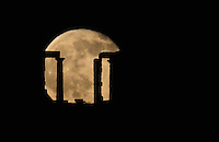 2016 06 21 The rare phenomenon of a full moon appearing during the summer solstice, Sounion, Greece